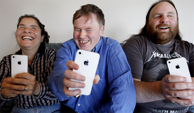 Three blind iphone owners